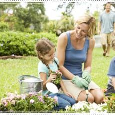 mom-kids-gardening-639-02029992s